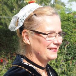 03092016- Francoise en coiffe gallèse de profil