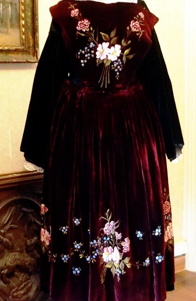 Costume Vannes-Auray à col