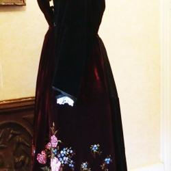 Costume Auray - Vannes avec en velours peint années 30 - vue de profil