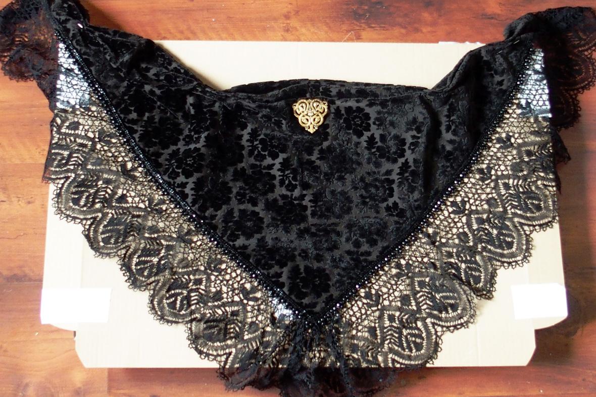 Châle en velours bordé de dentelles pour costume Auray ou Vannes