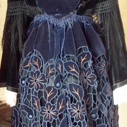 Costume avec tablier de Plumelec- Vue de face