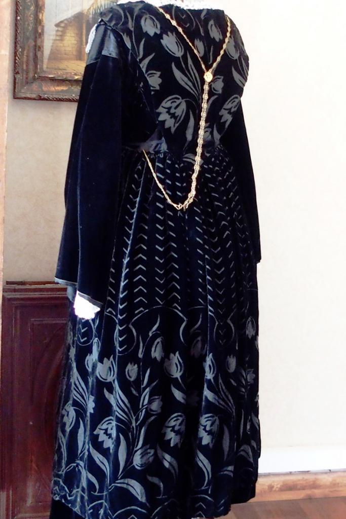 Costume de Baud - tablier en velours dévoré - vue de 3 quarts
