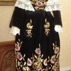 Costume de Vannes 1920 et châle tulle brodé - Face