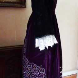 Tablier Baud en velours violet Richelieu - profil