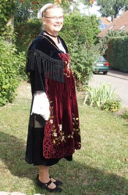 03092016 francoise de profil en costume de muzillac