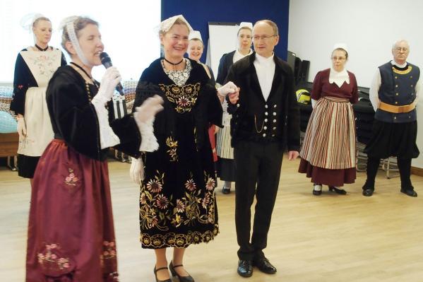 13922018 presentation des costumes les trad vannetais