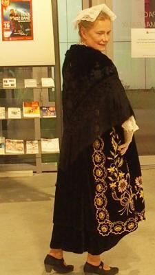 16122016 beau tablier velours sur costume de vannes
