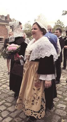Costume de mariage de Saint-Ave