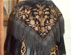 Broderies sur velours de costume de vannes a chale vu de dos
