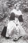 Carte postale femme en costume de plumelec