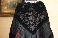 Chale vannetais en velours noir brode