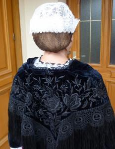Châle  au carré  avec coiffe de Muzillac