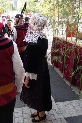 Costume de baud coiffe kornek vue de profil vinay