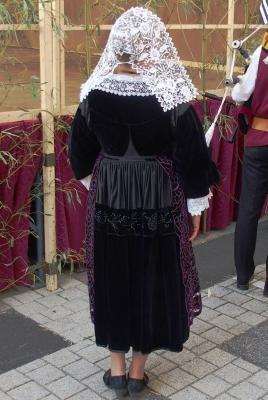 Costume de baud vue de dos coiffe kornek