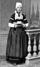 Costume de fete de quimper 19 eme siecle