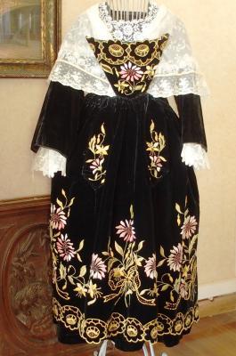 Costume de vannes 1920 et chale tulle brode face