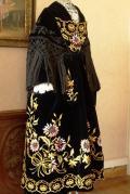 Costume vannes 1920 tablier et chale velours brode profil
