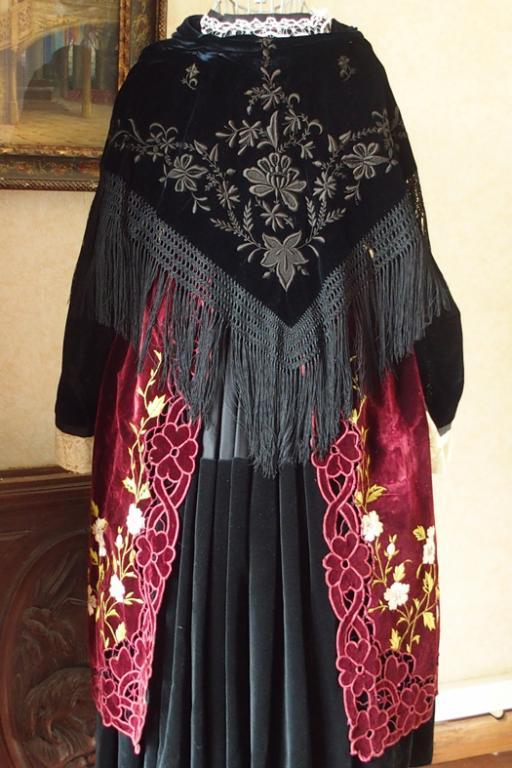 Costume vannetais gallo region de muzillac vue de dos