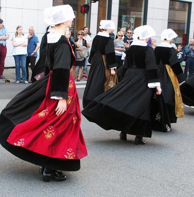 Danses de pluneret coiffes tri kint