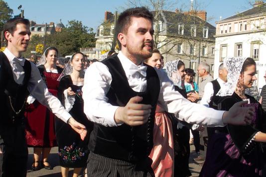Danseurs et danseuses de moreac