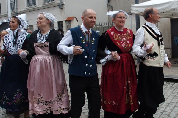 Danseurs et danseuses du kar gavotte a sucy