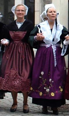 Gavotte en costume traditionnel a sucy 1