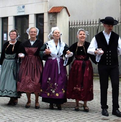 Gavotte en costume traditionnel a sucy
