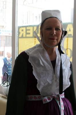 Portrait danseuse du kar en costumme de plougastel