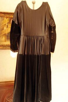 Robe costume breton de vannes vue de dos
