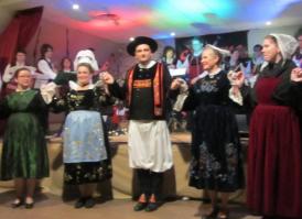 Spectacle de danses bretonnes chorégraphiées à Sagy