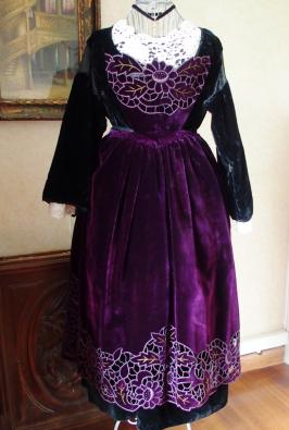 Tablier de baud velours violet richelieu face