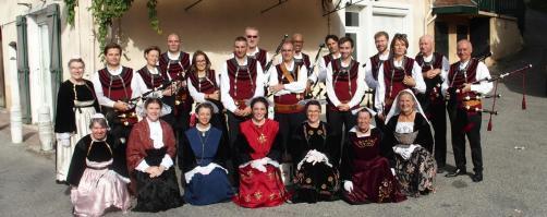 Vinay musiciens et danseuses de dalc h mat en groupe